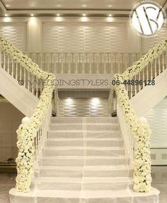 Wij decoreren ook u trappen. Romantiek op zijn mooist.