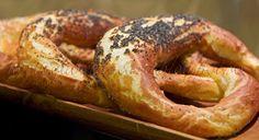 Romanian Food, Romanian Recipes, Bread Recipes, Blog, Kitchens, Drinks, Pretzel Bun, Loaf Recipes, Blogging