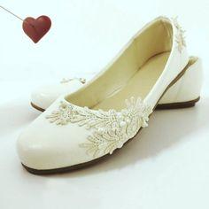 Wedding shoes ♥ Bride shoes ♥ Sapato de noiva ♥ #lapupa #bride #weddingshoes #shoes #handmade #handpainted #bride #vestidodenoiva #art #artshoes #brideshoes #weddingshoes #noiva #sapatodenoiva #wedding #inspiration #design #designshoes #bridal #bridalshoes #casamento #sapatos #sapato #pic #fotografia #photografy #sapatilha  www.lapupa.com.br