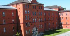 """Hochschule Ansbach """"Gebäude 50"""" von HochschuleAnsbach - Eigenes Werk. Lizenziert unter CC BY-SA 3.0 über Wikimedia Commons."""