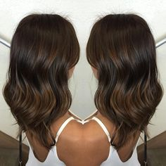 Subtle sun kissed balayage perfect for A rich, Fall glow  color done by Hotseat stylist :Tiffany @tiffany_loraineee @hotseat_styled.by.tiffany  #hotseatsalon #hotseatgirl #sandiego #sandiegohair #balayage #subtlebalayage #sunkissedbrunette #brownhair #dimensionalbrunette  #hairbytiffany #colorbytiffany #swartzkopf #swartzkopfcolor