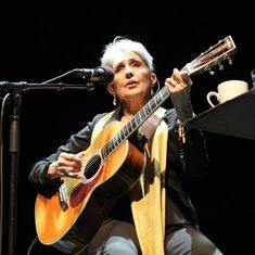 Queen of Folk Music Joan Baez will be recipient of Amnesty International's Ambassador of Conscience Award for 2015 Joan Baez, Folk Music, Beautiful Voice, Close Up Photos, Bob Dylan, Civil Rights, American Artists, Human Rights, The Voice