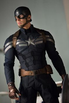 Chris Evans, Captain America: The Winter Soldier. Okay, this is from The Winter Soldier but it's still Captain America and he's from Avengers so deal with it! Captain America Cosplay, Captain America 2, Capitan America Marvel, Capitan America Chris Evans, Captain America Aesthetic, Steve Rogers, Marvel Dc Comics, Marvel Cinematic, Marvel Avengers