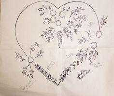 corazon con flores para un bello cojin