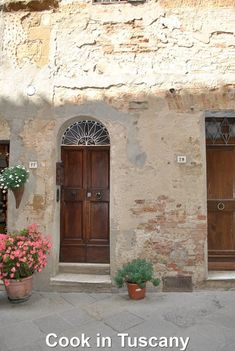Door of the Day  www.cookintuscany.com   #tuscany #montefollonico #cookintuscany #Italy #cookingschool #culinary #cooking #school #montepulciano #cookery #cucina #travel #tour #trip #vacation #pienza #cook #tuscan #cortona #allinclusive