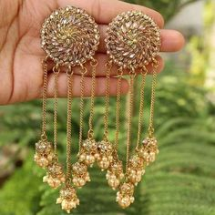"""""""Bridal Jewellery Inspirations for the Modern Indian Bride! Indian Wedding Jewelry, Indian Jewelry, Bridal Jewelry, Bridal Accessories, Bridal Jewellery Inspiration, Bride Necklace, Indian Earrings, Wedding Earrings, Jewelry Patterns"""