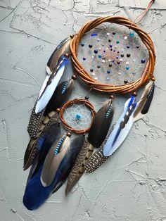Dreamcatchers by CraftandDreams Blue Dream Catcher, Dream Catcher Decor, Beautiful Dream Catchers, Native American Regalia, Native American Crafts, Henna Pictures, Dream Catcher Native American, Feather Crafts, Idee Diy