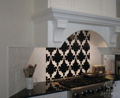 Black & white awesome pattern behind the stove!