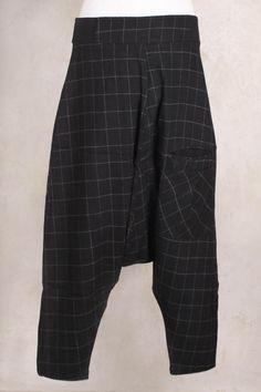 Osaki Cropped Trousers in Black - Kokomarina