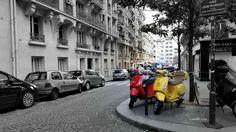 """""""Le rouge et la jaune"""", un petit côté rétro pour cette photo. Place Louise-Blanquart à Paris (18ème arrondissement) au pied de la Butte Montmartre"""
