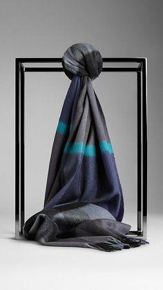 56b2f429a6c0 64 meilleures images du tableau Burberry scarves   Burberry scarf ...