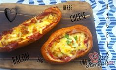 Zapečené bagetky s vajíčkem a sýrem ovoněné slaninou Bacon Egg, Pizza, Baked Potato, Potatoes, Herbs, Cheese, Baking, Ethnic Recipes, Quiche