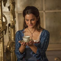 """ewatsondaily: """"New stills of Emma Watson as 'Belle' in Disney's Beauty and the Beast """" Emma Watson Bela, Emma Watson Linda, Emma Watson Hot, Emma Watson Beautiful, Emma Watson As Belle, Beauty And The Beast Wallpaper, Beauty And The Beast Movie, Beauty And The Best, Hermione Granger"""