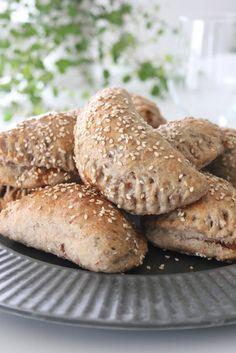 CookieCrumble: Grove pirogger Vegan Treats, Vegan Desserts, Danish Cuisine, Vegan Runner, Vegan Gains, Honey Pie, Mini Pizza, Lunch To Go, Easy Food To Make