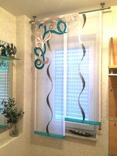 Kleiner aber feiner Stufenvorhang mit großem Pflanzenelement - http://www.gardinen-deko.de/kleiner-aber-feiner-stufenvorhang-mit-grossem-pflanzenelement/