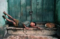 homeless orphan in India This just breaks my heart.