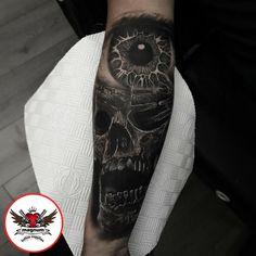 Scott Edward did this skull and eye piece created using #magnumtattoosupplies #ink #inkeeze #inked #realism #realistictattoo #blackandgreytattoo #skull #eye