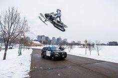 Urban Snowmobiling mit Trickpionier Levi LaVallee