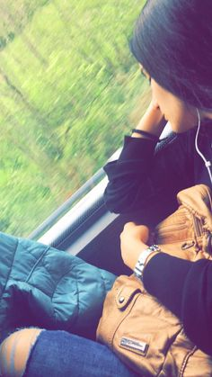 Travel by bus ✨ The post Travel by bus ✨ appeared first on Trendy. Girl Hand Pic, Cute Girl Photo, Girl Photo Poses, Girl Poses, Teenage Girl Photography, Girl Photography Poses, Stylish Girls Photos, Stylish Girl Pic, Shotting Photo