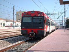 Renfe 440 de Cercanías, en L'Ametlla de Mar, Catalunya, España