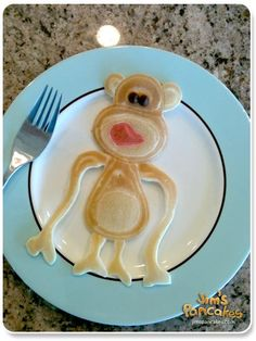 too much fun pinning these animal pancakes Pancakes Easy, Pancakes And Waffles, Cute Food, Good Food, Yummy Food, Toddler Meals, Kids Meals, Toddler Food, Finger Foods For Kids