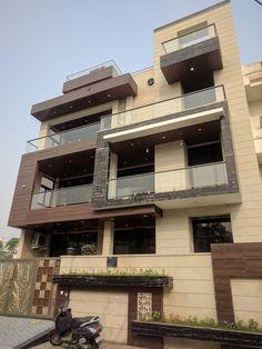 Apartment building exterior design spaces 33 Ideas for 2019 Bungalow House Design, House Front Design, Entrance Design, Facade Design, Modern Exterior House Designs, Exterior Design, Exterior Paint, Apartment Entrance, House Entrance
