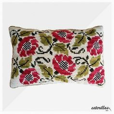 Cross Stitch Embroidery, Hand Embroidery, Crochet Cushions, Cross Patterns, Cross Stitch Flowers, Crochet Stitches, Crochet Projects, Chile, Throw Pillows