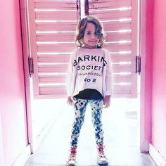 Bianca into pink.  Shampoodle t-shirt, HM leggings.