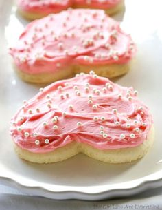 Soft and fluffy Sugar Cookies that remind me of the Lofthouse cookies! We love making these soft and fluffy Sugar Cookies for Valentine's Day and Christmas. Over Christmas last year I made over 100 sugar Soft Sugar Cookies, Sugar Cookies Recipe, Cookie Recipes, Dessert Recipes, Frosted Cookies, Drop Cookies, Cut Out Cookies, Dessert Ideas, Decorated Cookies