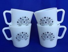 4-Pyrex-Summer-Impressions-Mugs-VTG-White-Navy-Blue-Flowers-Milk-Glass-Corelle