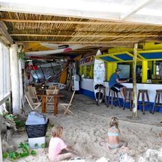 The Beach Hut Bonaire bar and restaurant offers a great place to relax and enjoy a lunch and an ice cold drink on the beach of Sorobon. Sorobon beach is famous for its local windsurf champions and its beautiful setting.
