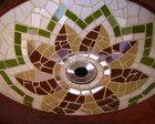 cuba em madeira e mosaico