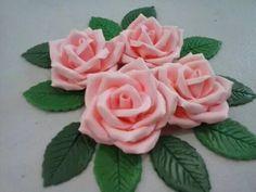 mini rosas,biscuit,porcelana fria,p/ bolos,e decoraçoes.