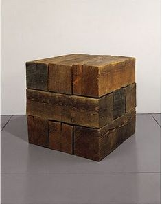 "sculpture US : Carl Andre, ""Trabum (element series)"", cube, bois, Sculpture Art, Sculptures, Diy Holz, Land Art, Wood Furniture, Wood Projects, Designer, Contemporary Art, Objects"