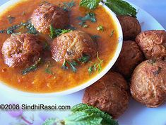 Curries/Vegetables: Page 4 Lauki Kofta, Vegetarian Food List, Recipe Without Onion, Indian Side Dishes, Indian Food Recipes, Ethnic Recipes, Vegan Recipes, Indian Kitchen, Food And Drink