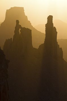 IMesa Arch, in Canyonlands National Park, Utah.