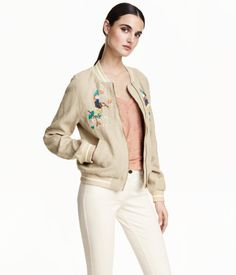 PREMIUM QUALITY. Pilot jacket in linen with sequined embroidery at front and striped ribbing at neckline, cuffs, and hem. Front zip, front pockets, and side pockets. Satin lining.