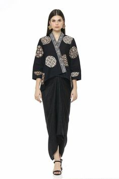 Kebaya Lace, Batik Kebaya, Kebaya Dress, Batik Fashion, Ethnic Fashion, Look Fashion, Indian Fashion, Modest Fashion, Hijab Fashion