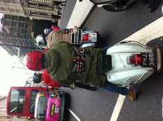 An extraordinary success for Vespa World Days 2012: more than 3,000 enthusiasts in London!