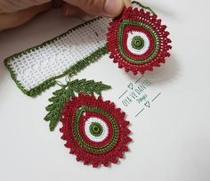 Fotoğraf açıklaması yok. Diy Crafts Crochet, Diy And Crafts, Crochet Bracelet, Crochet Earrings, Crochet Borders, Crochet Patterns, Crochet Flowers, Crochet Lace, Puff Stitch Crochet