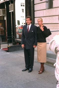 John F. Kennedy Jr. and Carolyn Bessette Kennedy (1996) Love the whole look.  Love the boots, especially the color.