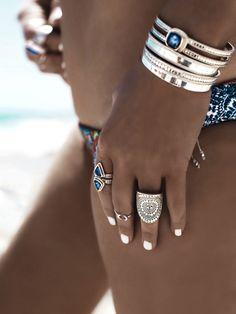 GypsyLovinLight wearing Anna Beck Jewellery