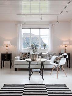 Home Decor!!! Bebe'!!! Love this contemporary modern living room!!!