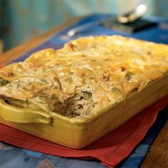 Chile-Chicken Casserole Green Chile-Chicken Casserole from Cooking Light. I make this all the time - so good!Green Chile-Chicken Casserole from Cooking Light. I make this all the time - so good! 300 Calories, Green Chili Chicken Casserole, Chicken Soup, Baked Chicken, Healthy Chicken, Chicken Chile, Mexican Chicken, Ranch Chicken, Cheesy Chicken