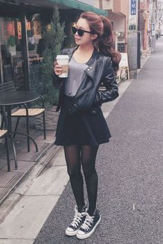 This skater skirt outfit is so cute!