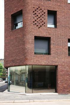 Photograph by takuji shimmura brick house designs, brick design, facade des Brick House Designs, Brick Design, Facade Design, Detail Architecture, Brick Architecture, Contemporary Architecture, Chinese Architecture, Architecture Office, Futuristic Architecture