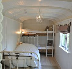 Glamping in a caravan. Awesome guest room for the Xmas holidays. Vintage Campers, Camping Vintage, Vintage Travel Trailers, Retro Camping, Camping Style, Truck Camping, Kombi Trailer, Camper Trailers, Bus Camper