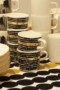 Oiva 10-vuotisjuhlamallisto Orla Kiely, Marimekko, Finland, Home Kitchens, Sweet Home, Table Settings, Ceramics, Dishes, Coffee