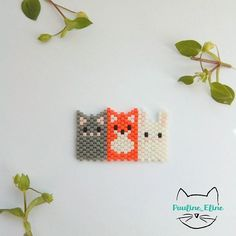 Un petit trio de mes animaux préférés ! Certes ni macareux, ni lama, mais un chat, un renard et un lapin, c'est déjà pas mal,  non?  Peut être pour une minie broche, ou pourquoi pas une barrette pour une petite fille.... #jenfiledesperlesetjassume #miyukibeads #miyuki #perle #perlesaddict #chat #lapin #renard #cat #bunny #rabbit #fox #brickstitch #broche #brooch #motifpauline_eline