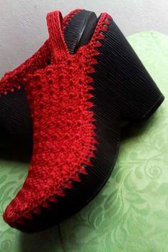 Фотография Crochet Slipper Boots, Crochet Sandals, Knit Shoes, Crochet Slippers, Crochet Shoes Pattern, Crochet Baby Shoes, Shoe Pattern, Make Your Own Shoes, Crochet Flip Flops